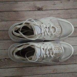 White Hurrache Nikes Size 10